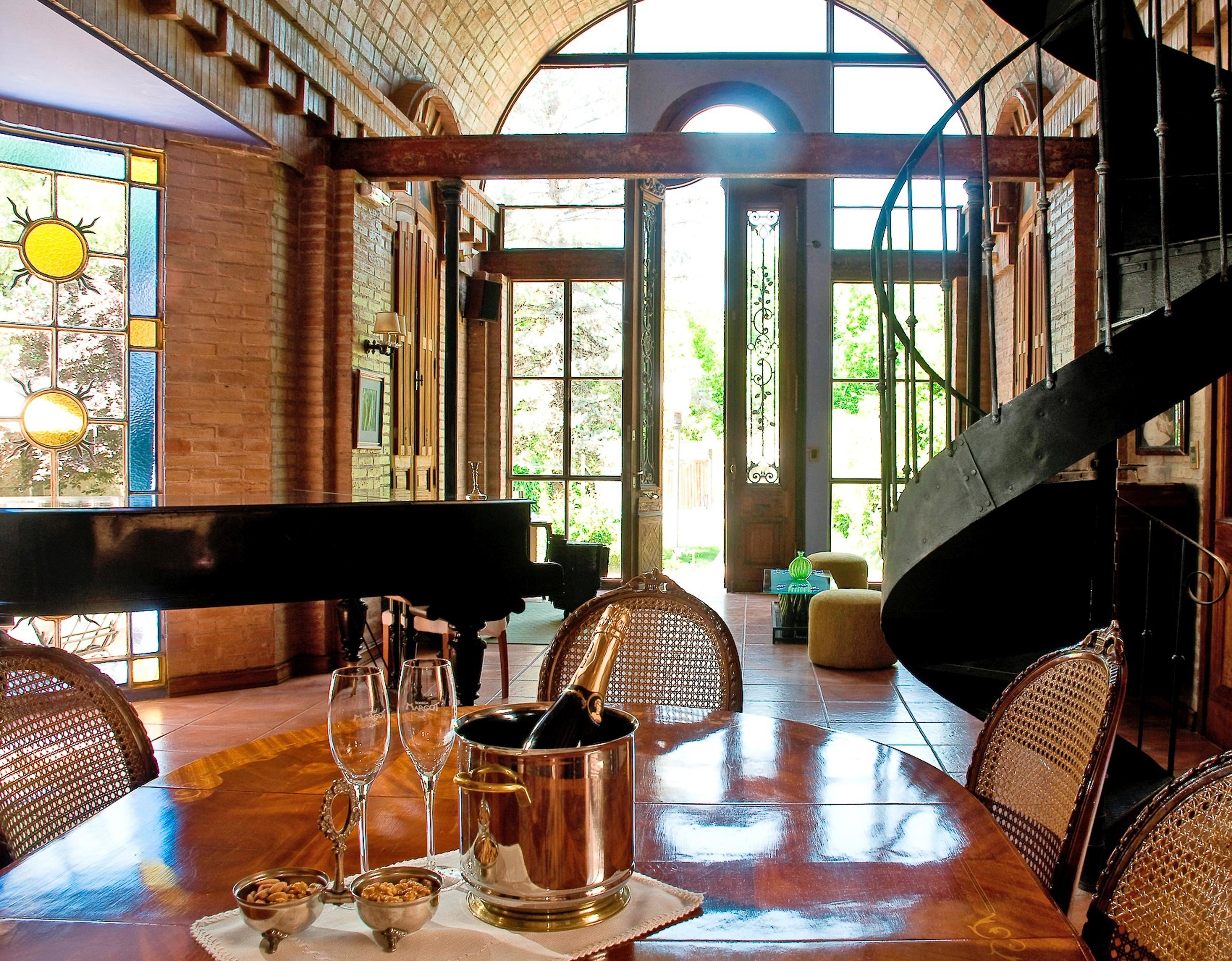 Boutique Dining Drink Eat Luxury property restaurant home living room cottage Resort Villa farmhouse Bar dining table