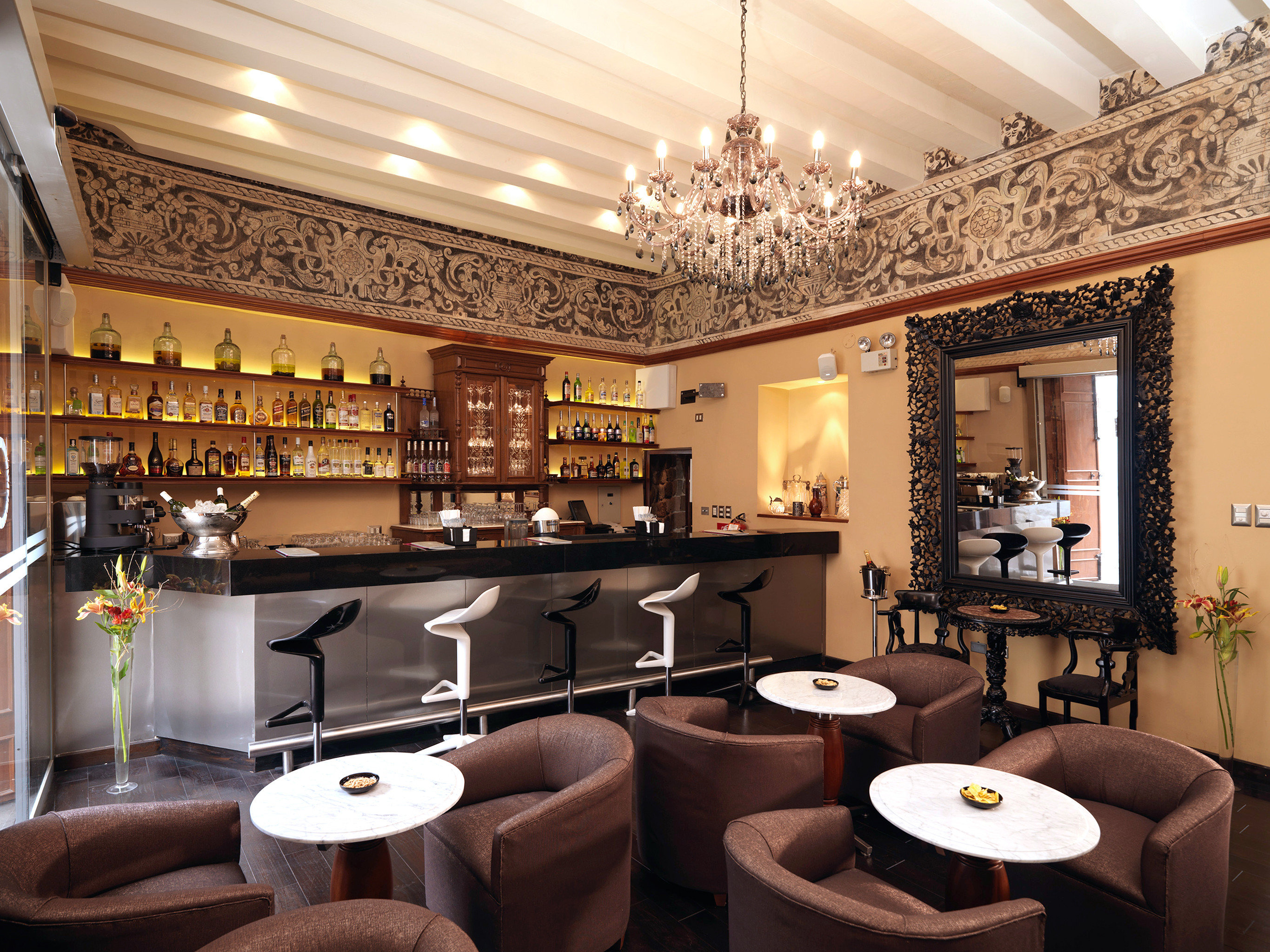 Bar Boutique Dining Drink Eat property Lobby restaurant living room Suite function hall