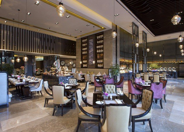 Lobby restaurant Boutique shopping mall retail café food court convention center Bar
