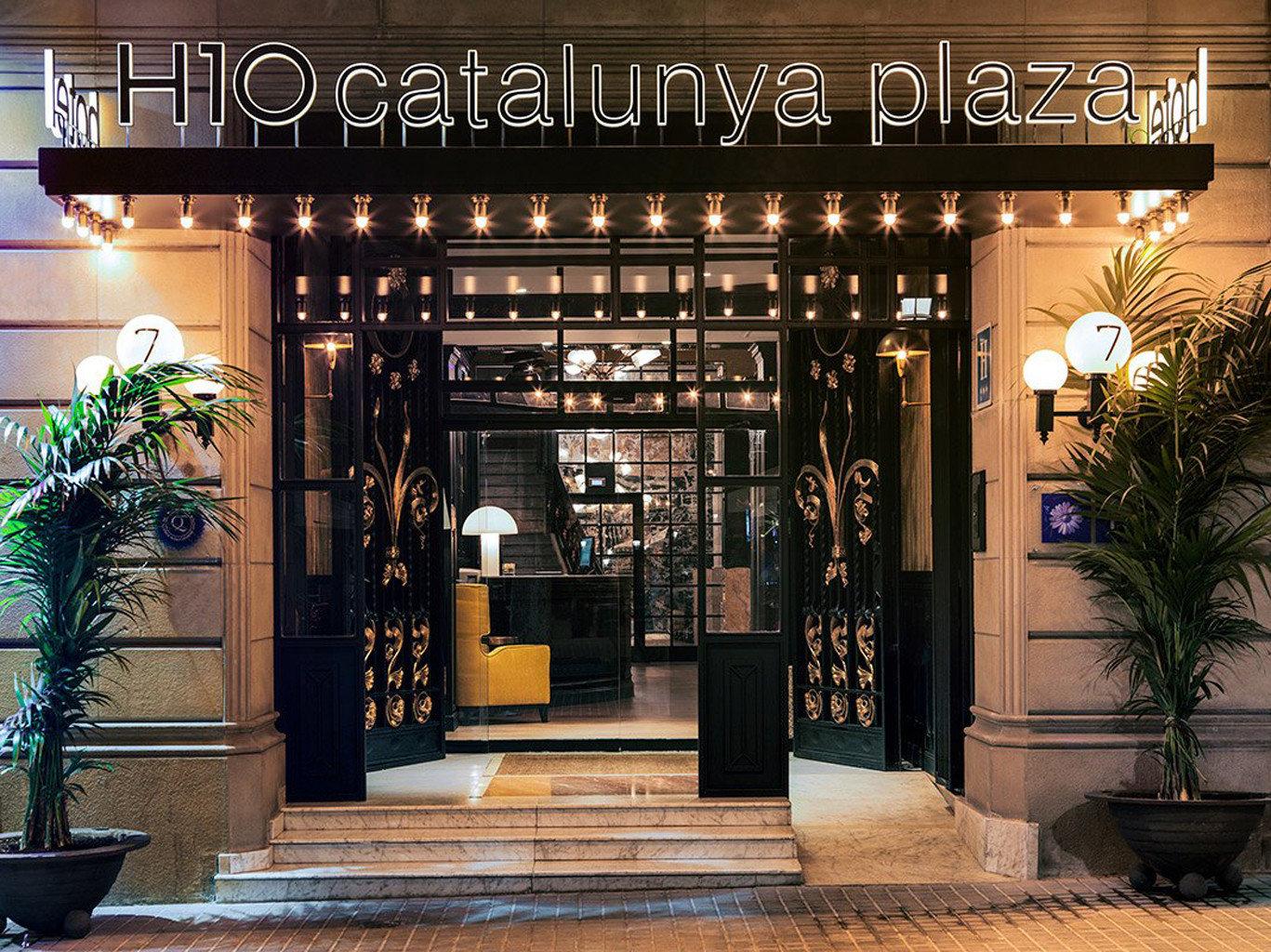 Boutique Lobby retail floristry lighting restaurant store plant Bar display window
