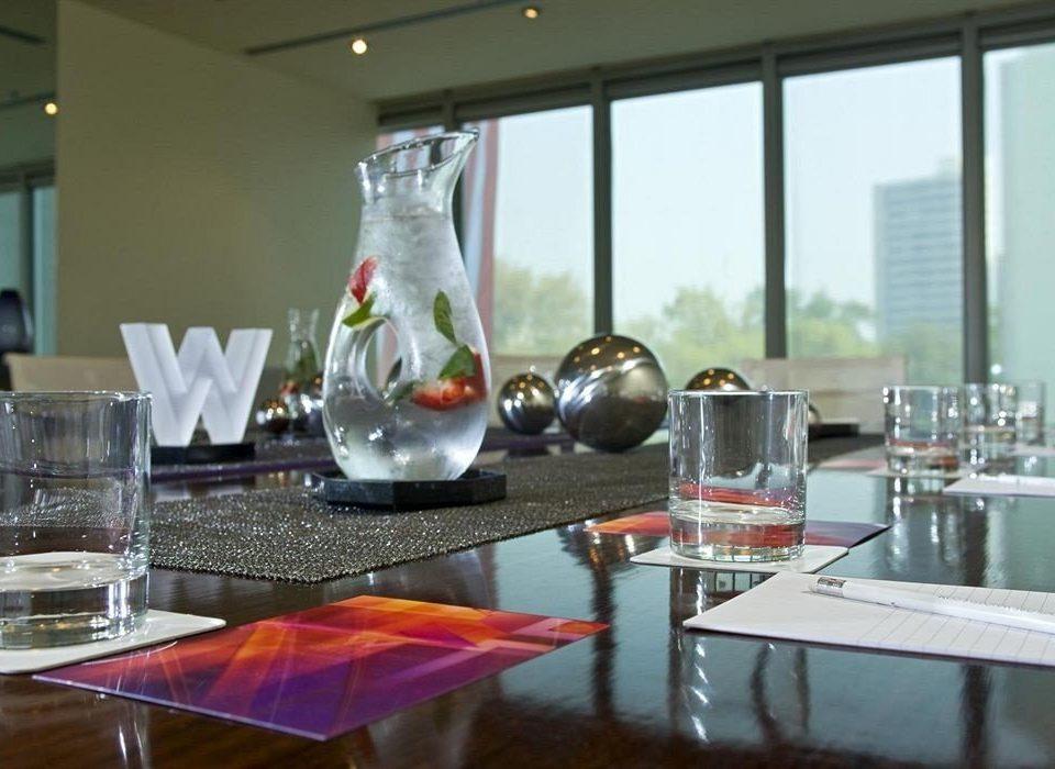 restaurant brunch Bar dining table