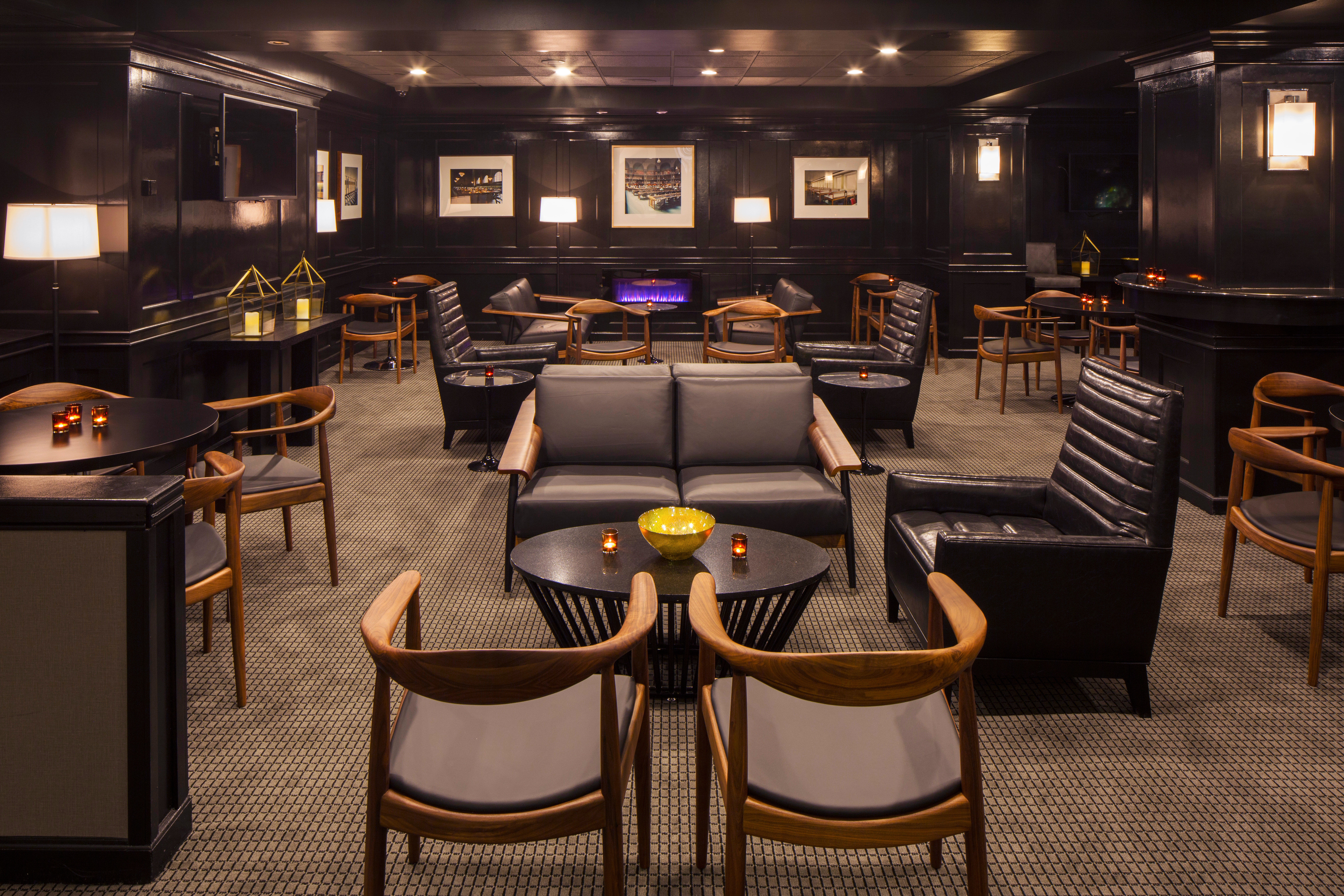 Bar Buildings City Cultural Drink Historic chair recreation room function hall conference hall yacht Lobby restaurant