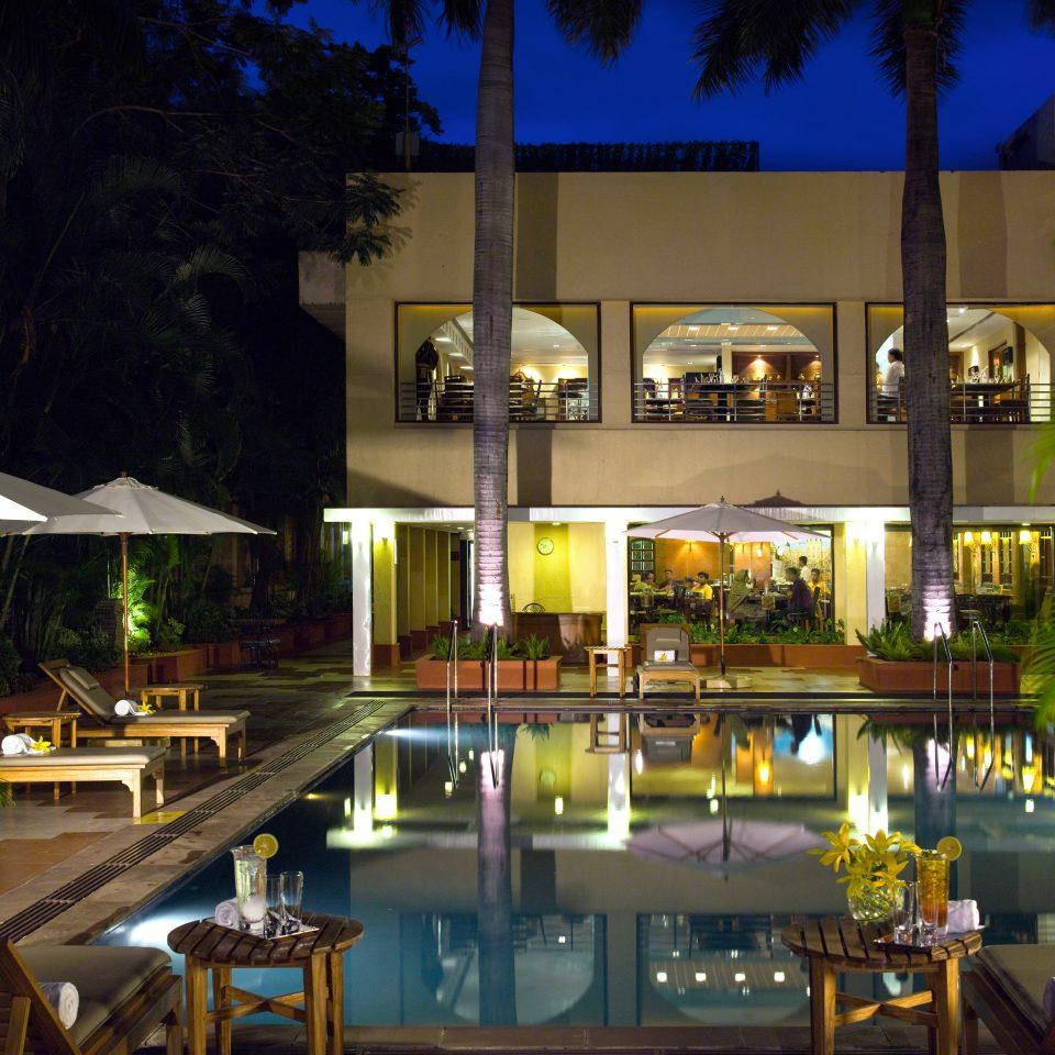 Buildings Nightlife Play Pool Resort building leisure restaurant condominium Bar