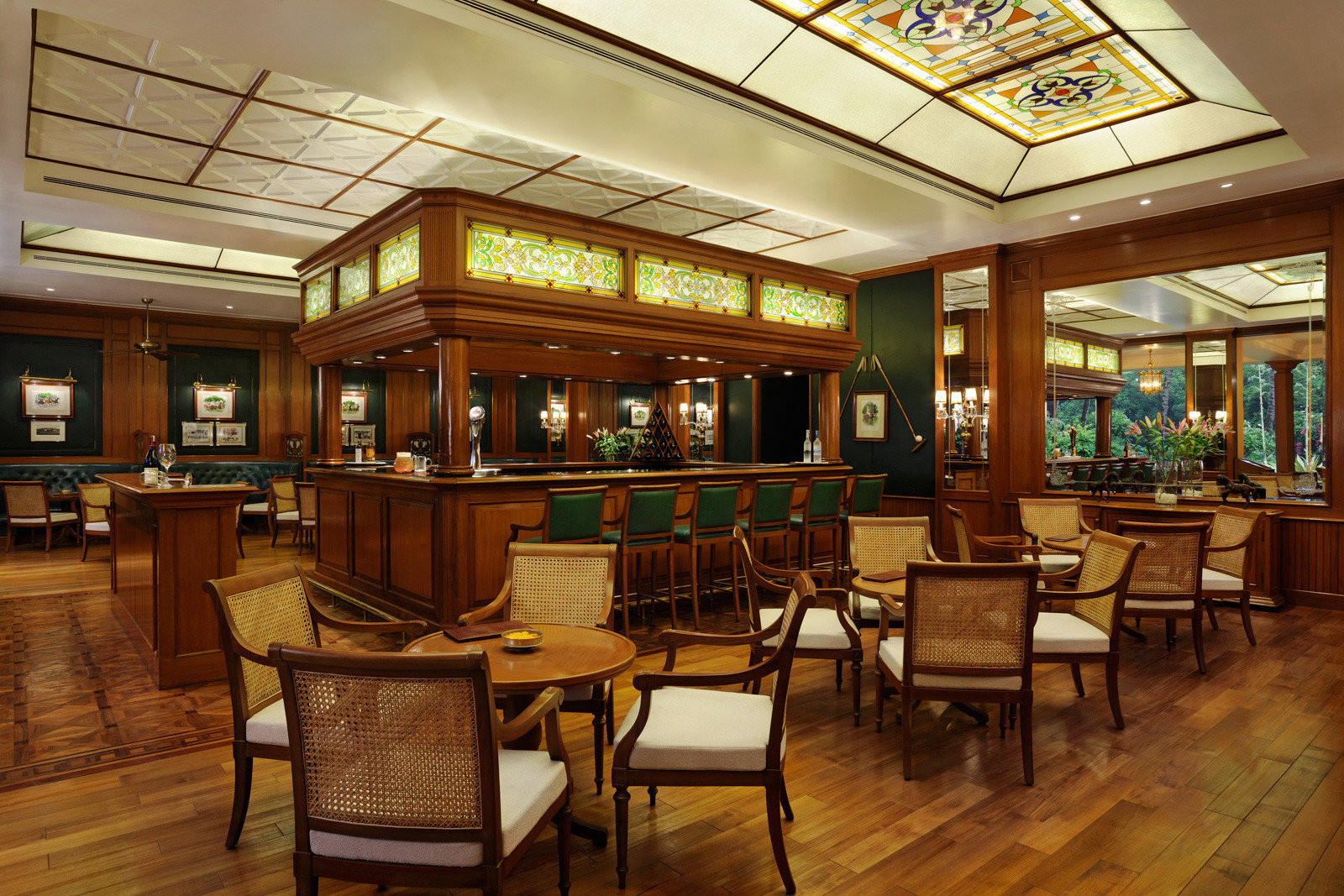 Business City Cultural Dining Elegant Luxury Shop chair Lobby building recreation room restaurant library café wooden Bar cafeteria Resort