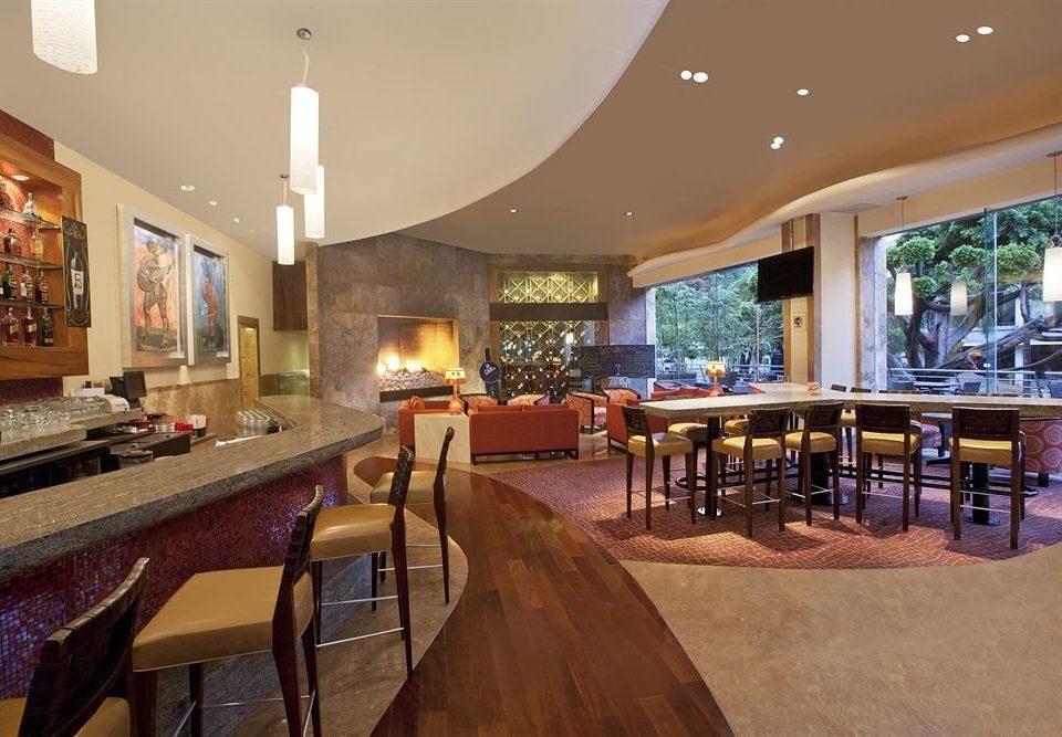 Bar Business Drink Lounge Modern Lobby property restaurant Resort function hall café Island