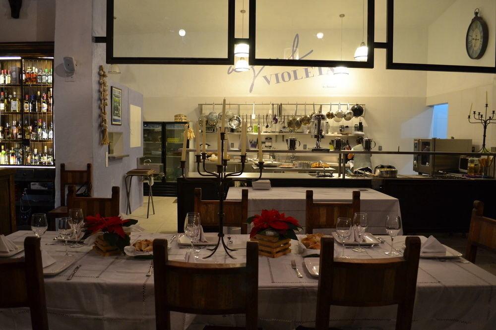 restaurant café Bar coffeehouse cluttered