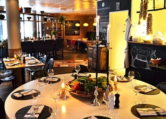 restaurant Bar café coffeehouse cuisine set cluttered dining table