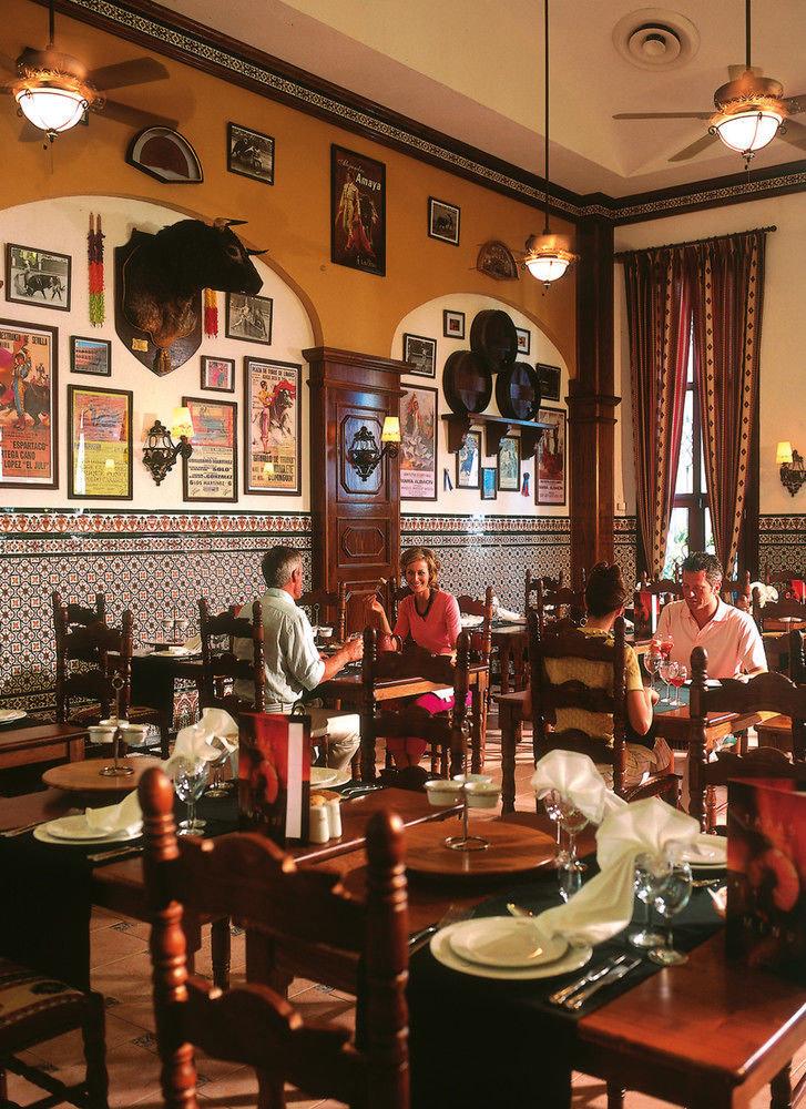 restaurant Bar café coffeehouse dining table