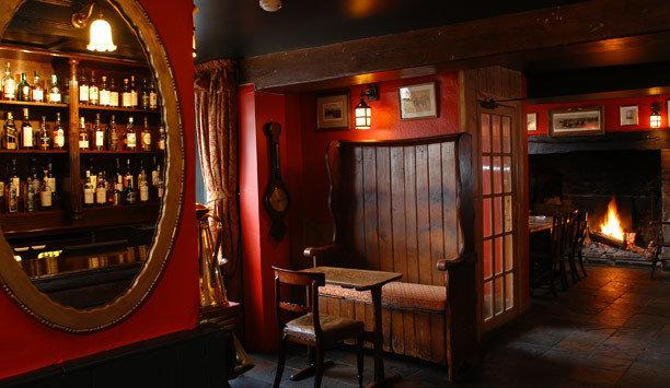 Bar pub restaurant tavern café