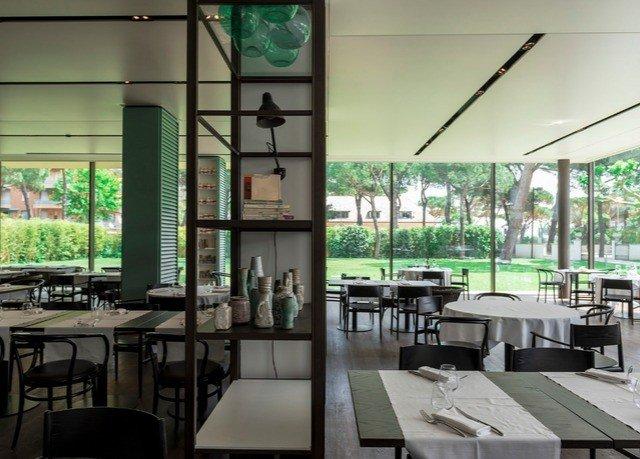 restaurant condominium cafeteria Bar dining table