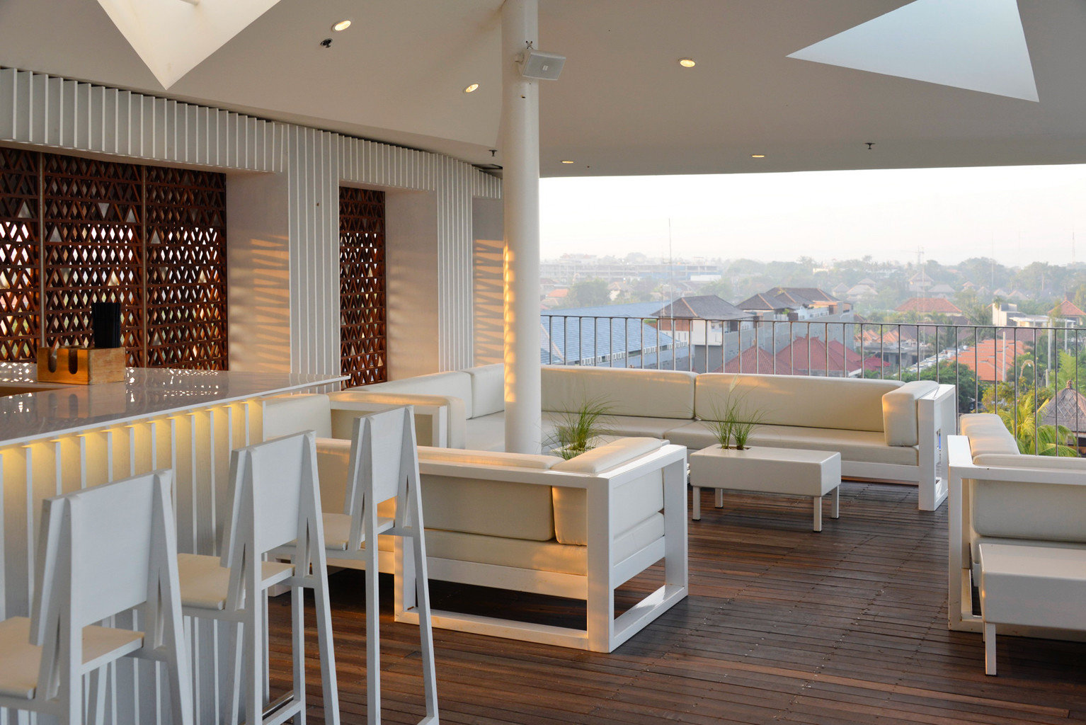 Bar City Dining Drink Eat Luxury Scenic views chair property white home living room outdoor structure Lobby Deck