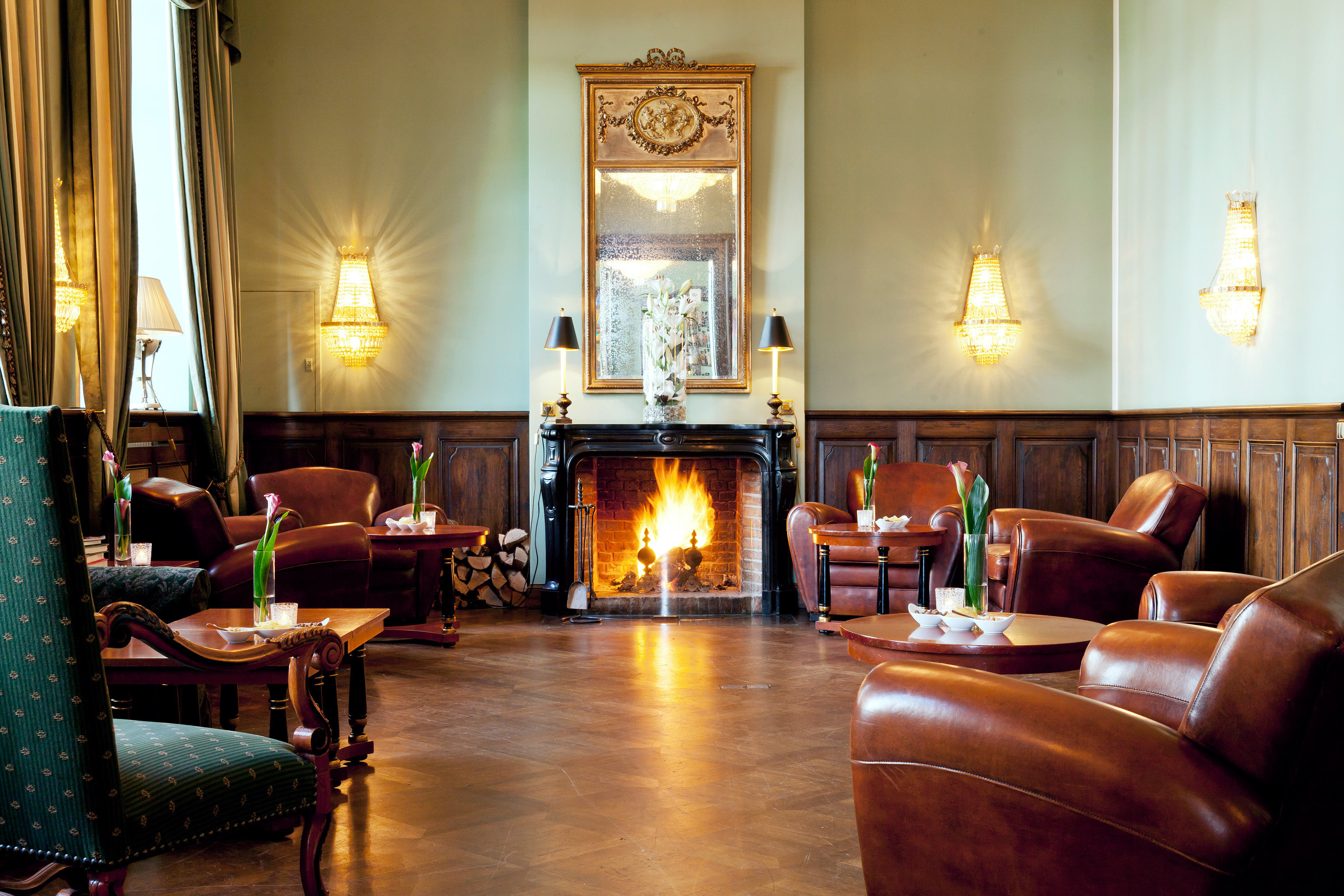 Bar Classic Country Historic Hotels Landmarks Luxury Luxury Travel sofa property living room home hardwood Suite leather