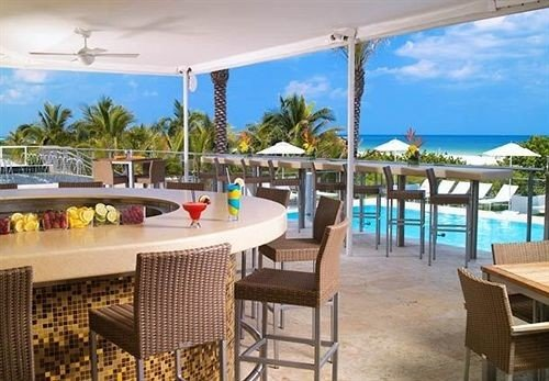 Bar Classic Pool chair property Resort leisure Deck caribbean Villa condominium swimming pool Dining porch hacienda palm Island shore