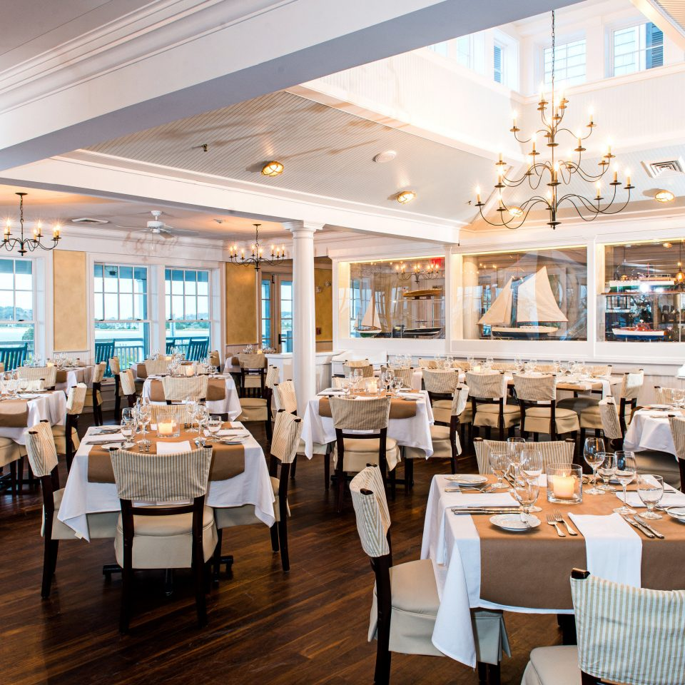 Bar Classic Dining Drink Eat Waterfront restaurant function hall convention center Resort cafeteria ballroom