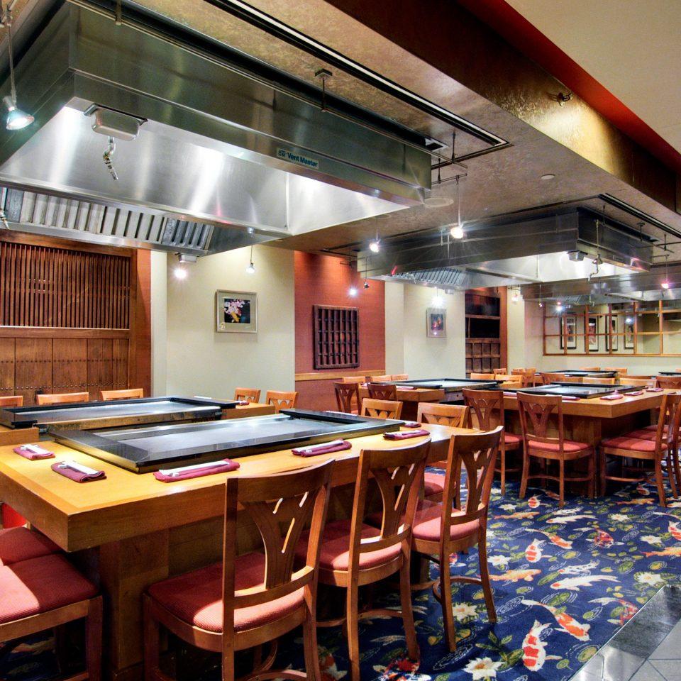 Classic Dining Drink Eat Resort chair recreation room restaurant billiard room Bar