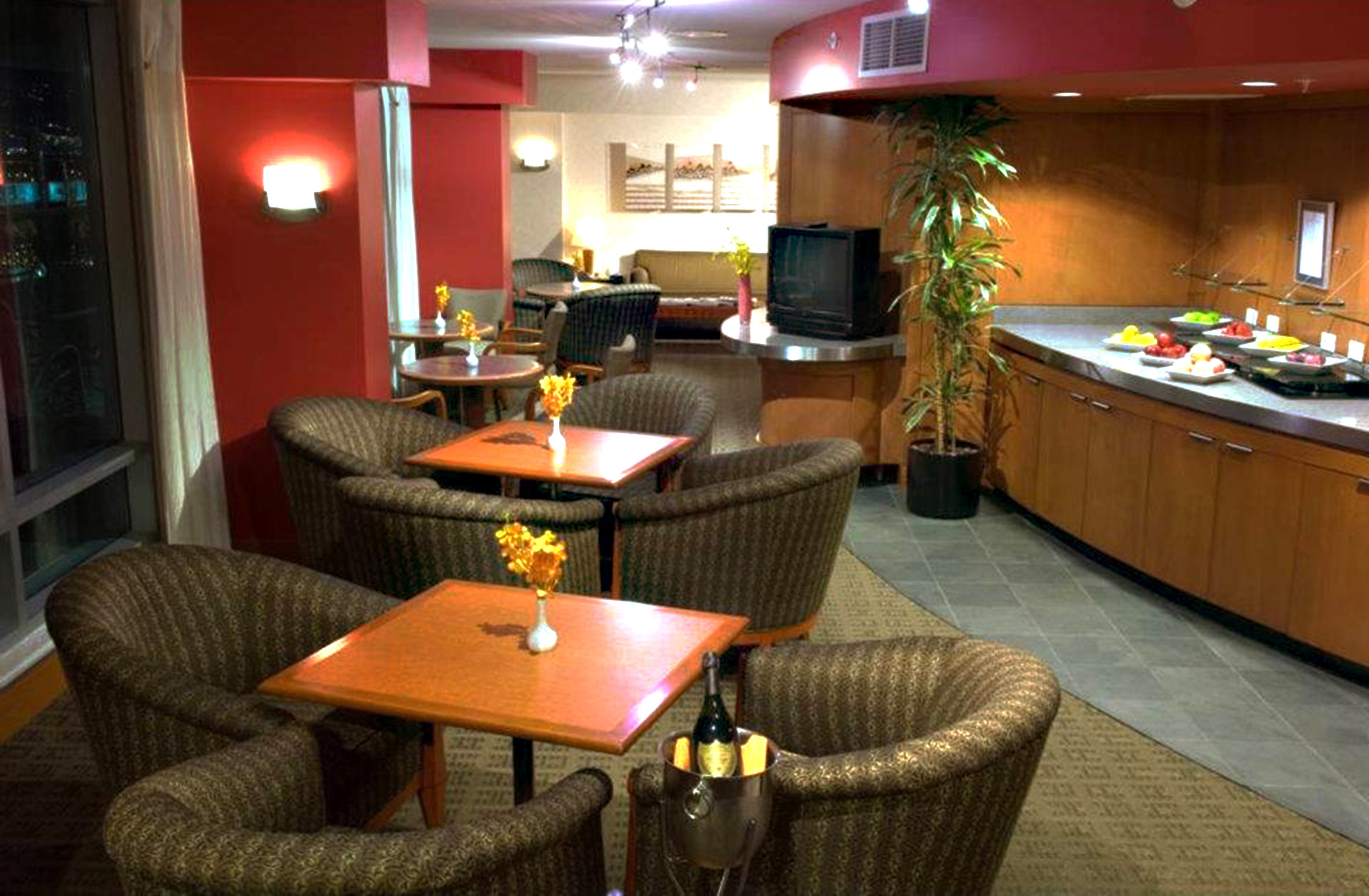 Classic Dining Drink Eat Lounge Resort recreation room Bar restaurant Suite