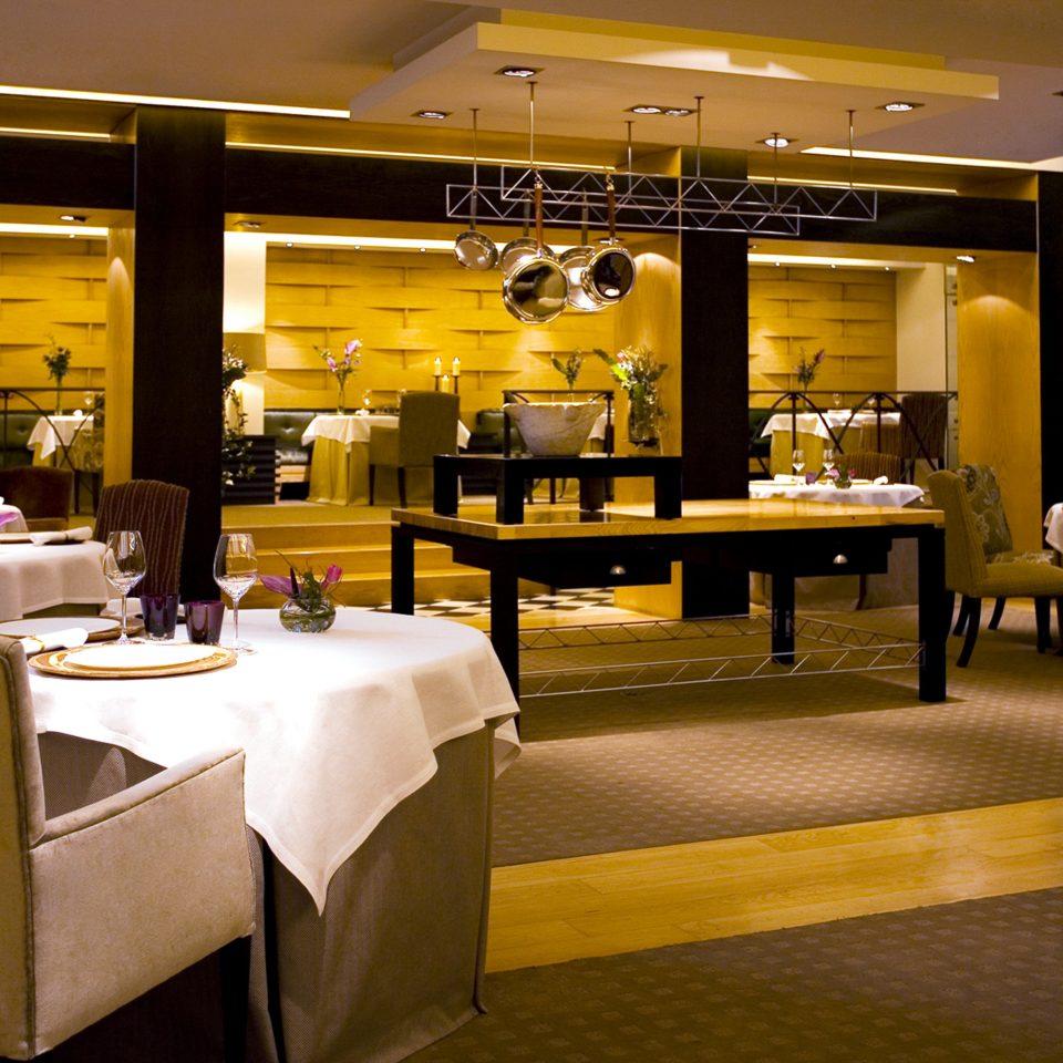 Classic Dining Drink Eat Resort restaurant Lobby function hall café Bar