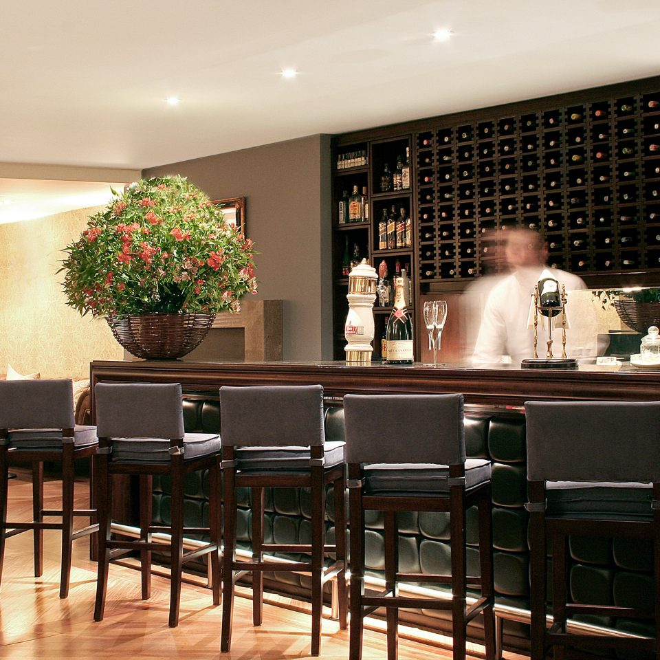 Bar Classic Dining Drink Eat Resort property restaurant home function hall