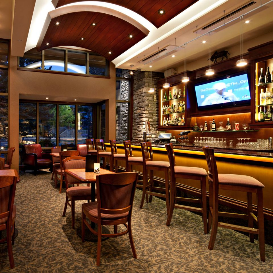 Bar Classic Drink Entertainment Lodge chair building recreation room Lobby café restaurant function hall
