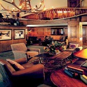 living room property home mansion cluttered Bar recreation room cottage