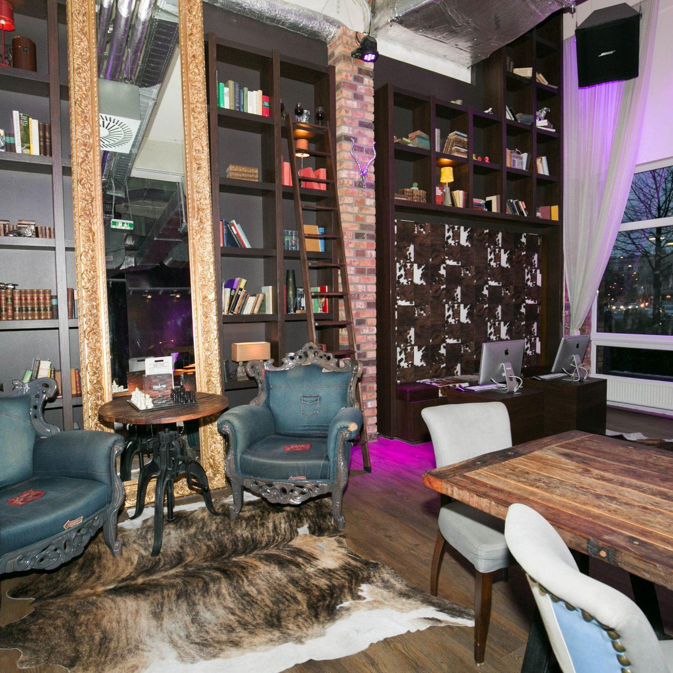 restaurant Bar living room cluttered