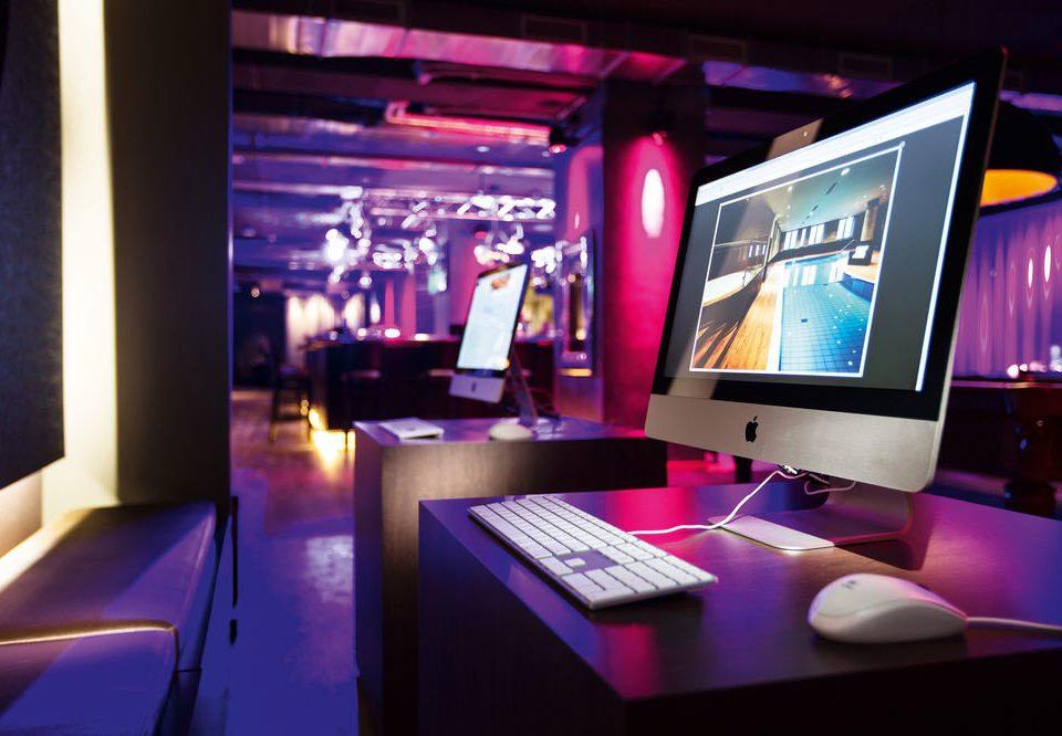 computer laptop screen nightclub Bar desk