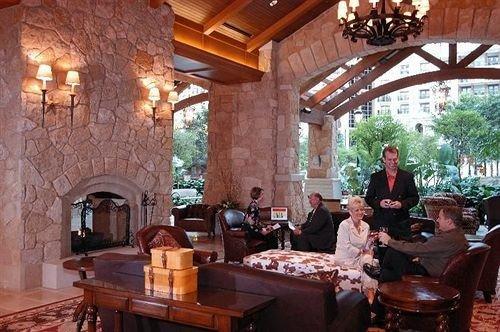property restaurant cottage hacienda Bar dining table
