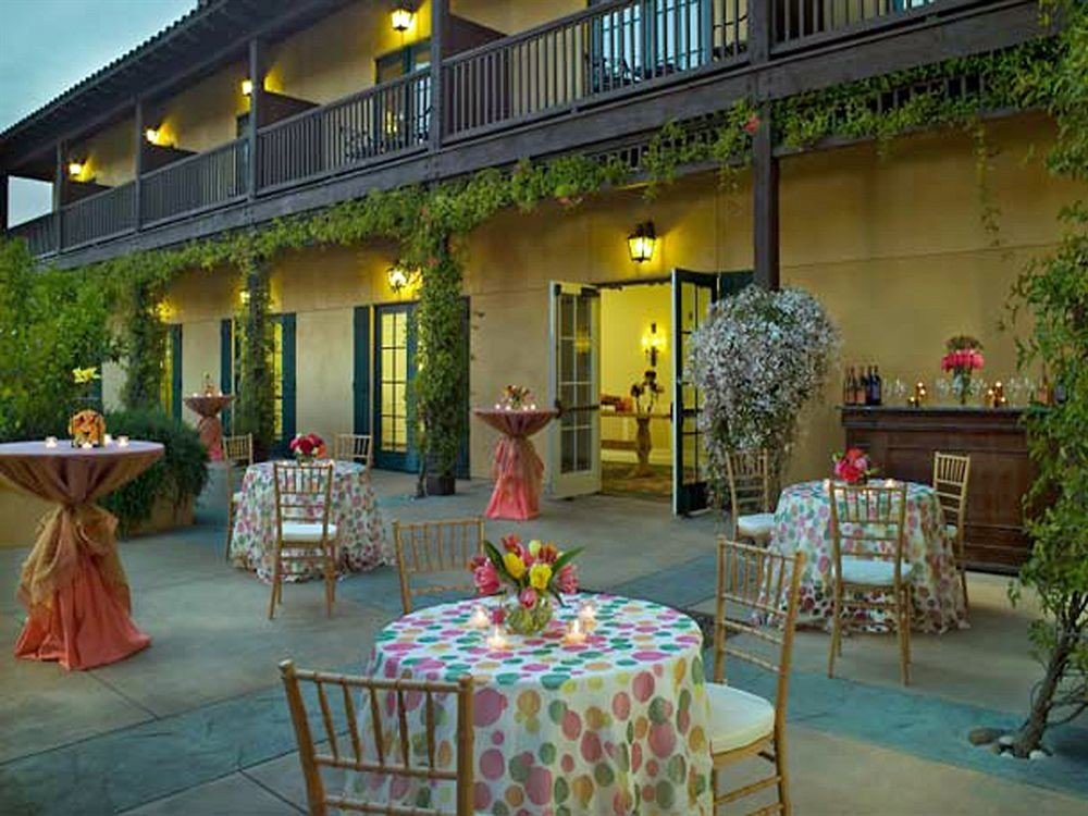 Bar Dining Drink Eat Wine-Tasting property restaurant Resort hacienda Villa palace Lobby Courtyard