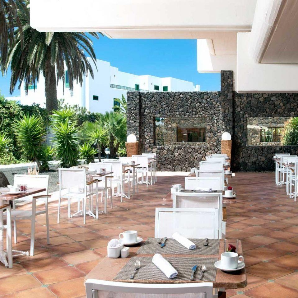 Bar Dining Drink Eat Tropical tree chair property Resort Villa restaurant hacienda condominium cottage backyard Courtyard