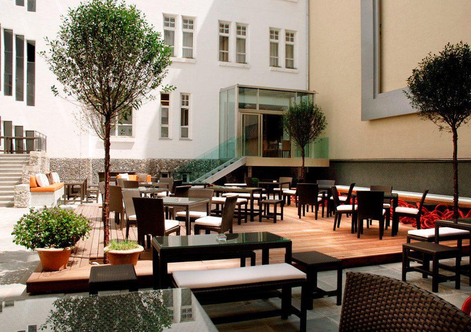 Bar Dining Drink Eat Luxury Modern property building restaurant condominium Courtyard Lobby