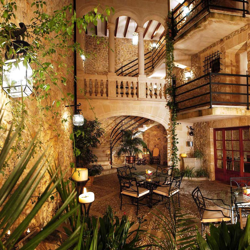 Bar Dining Drink Eat Luxury Rustic house home mansion Courtyard restaurant