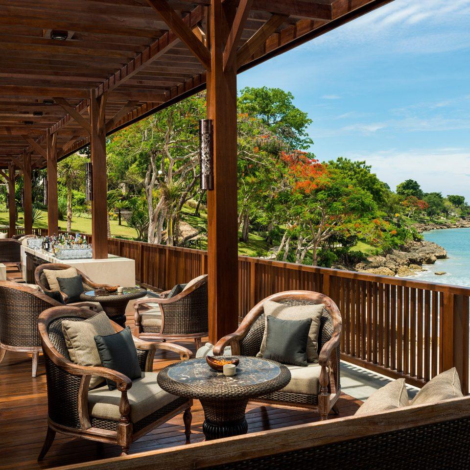 Bar Dining Drink Eat Hip Luxury Modern Ocean leisure property chair Resort home Villa swimming pool cottage overlooking porch Deck set