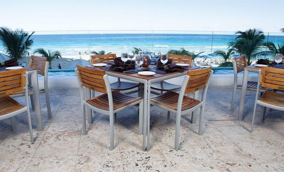 Bar Dining Drink Eat Hip Luxury Modern chair ground property Resort Villa restaurant cottage Deck shore
