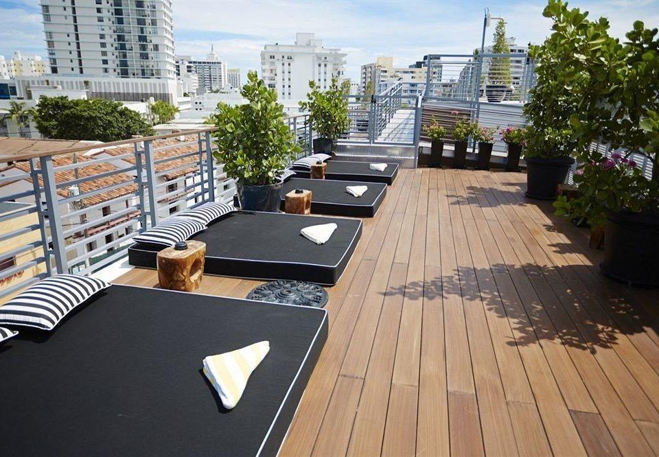 Bar Dining Drink Eat Elegant Hip Modern Scenic views walkway property Deck wooden outdoor structure backyard condominium