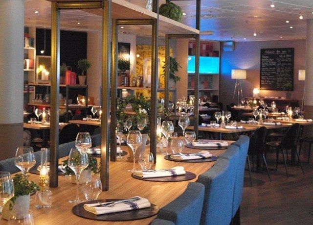 restaurant Bar Dining café brunch dining table
