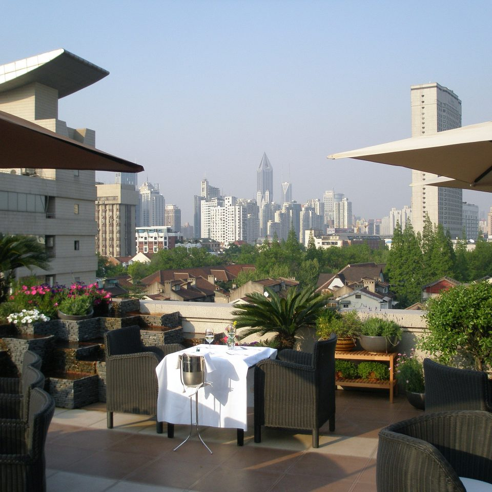 Bar Dining Drink Eat Elegant Scenic views sky building Resort condominium Downtown restaurant home outdoor structure