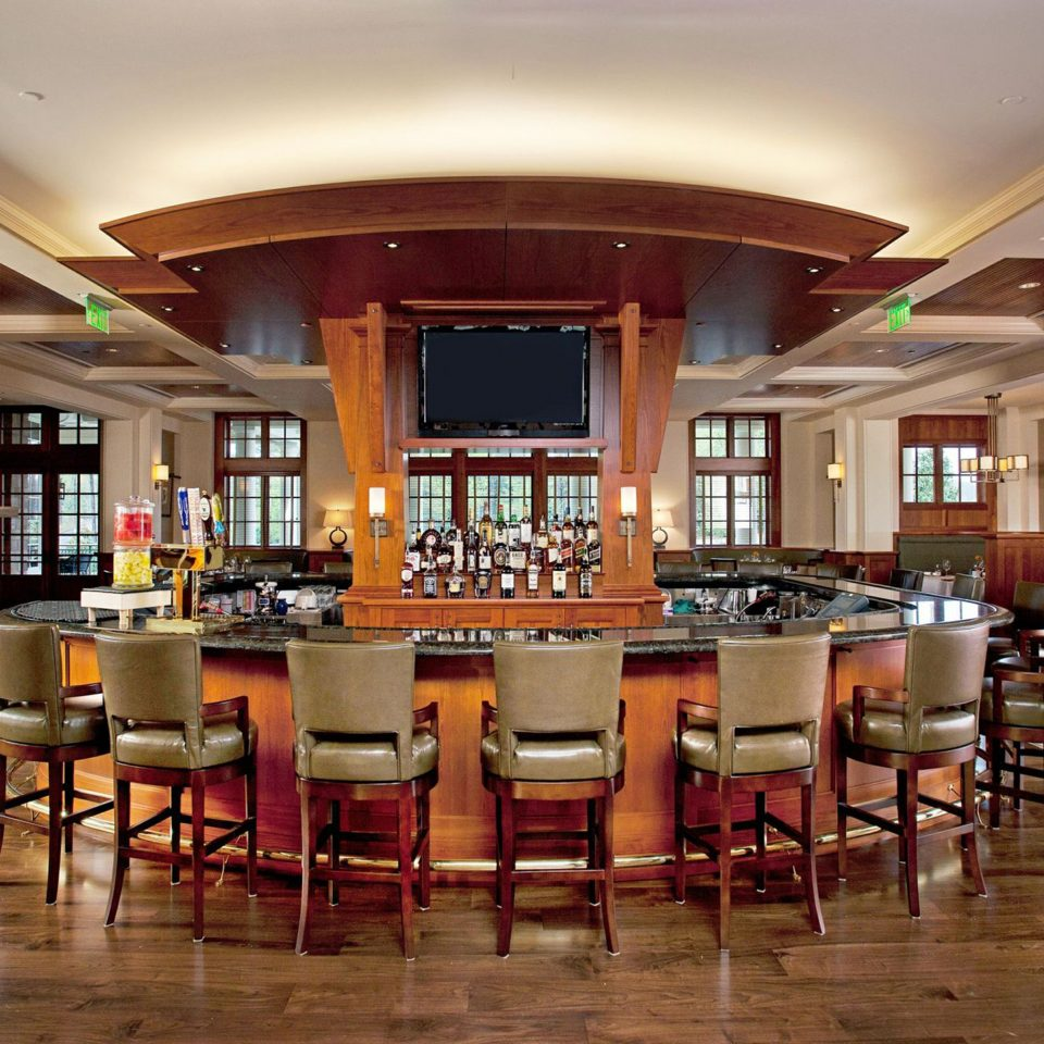 Bar Dining Drink Eat Hip Hotels Lakes + Rivers Luxury Modern Romance chair Lobby restaurant function hall recreation room cafeteria conference hall café convention center ballroom