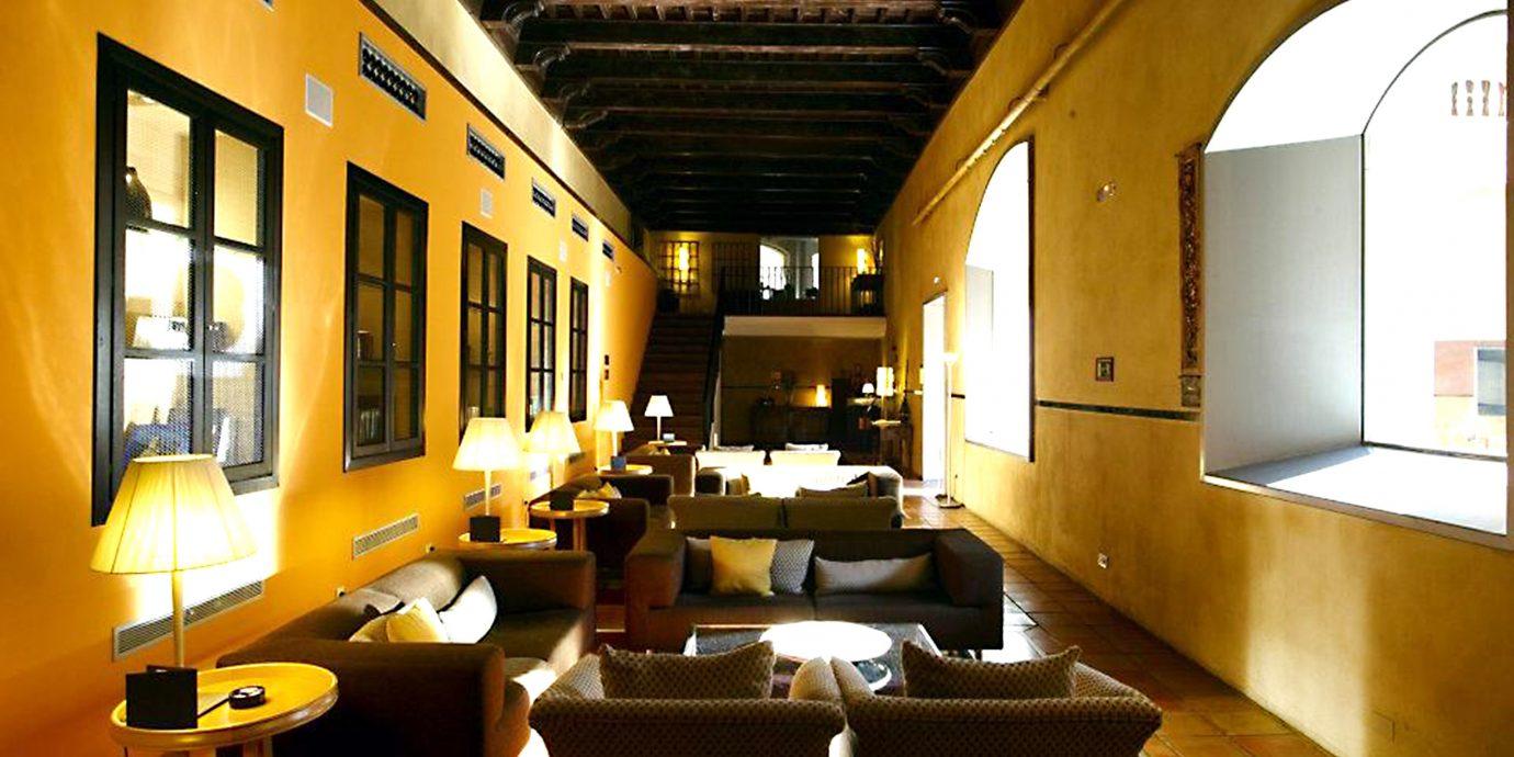 Bar Dining Drink Eat Elegant yellow restaurant Lobby living room