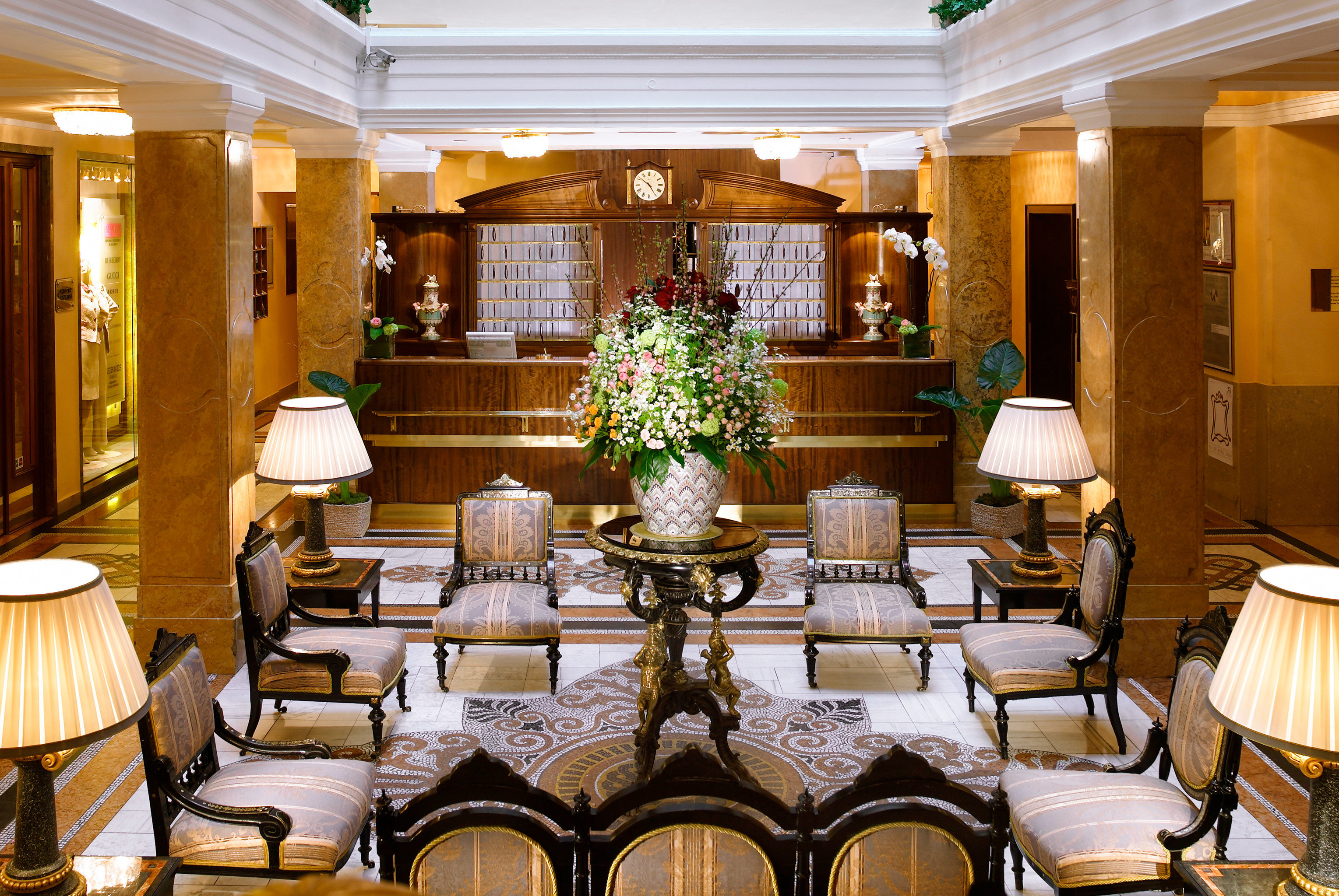 Bar Dining Drink Eat Elegant function hall restaurant Lobby Resort ballroom palace convention center