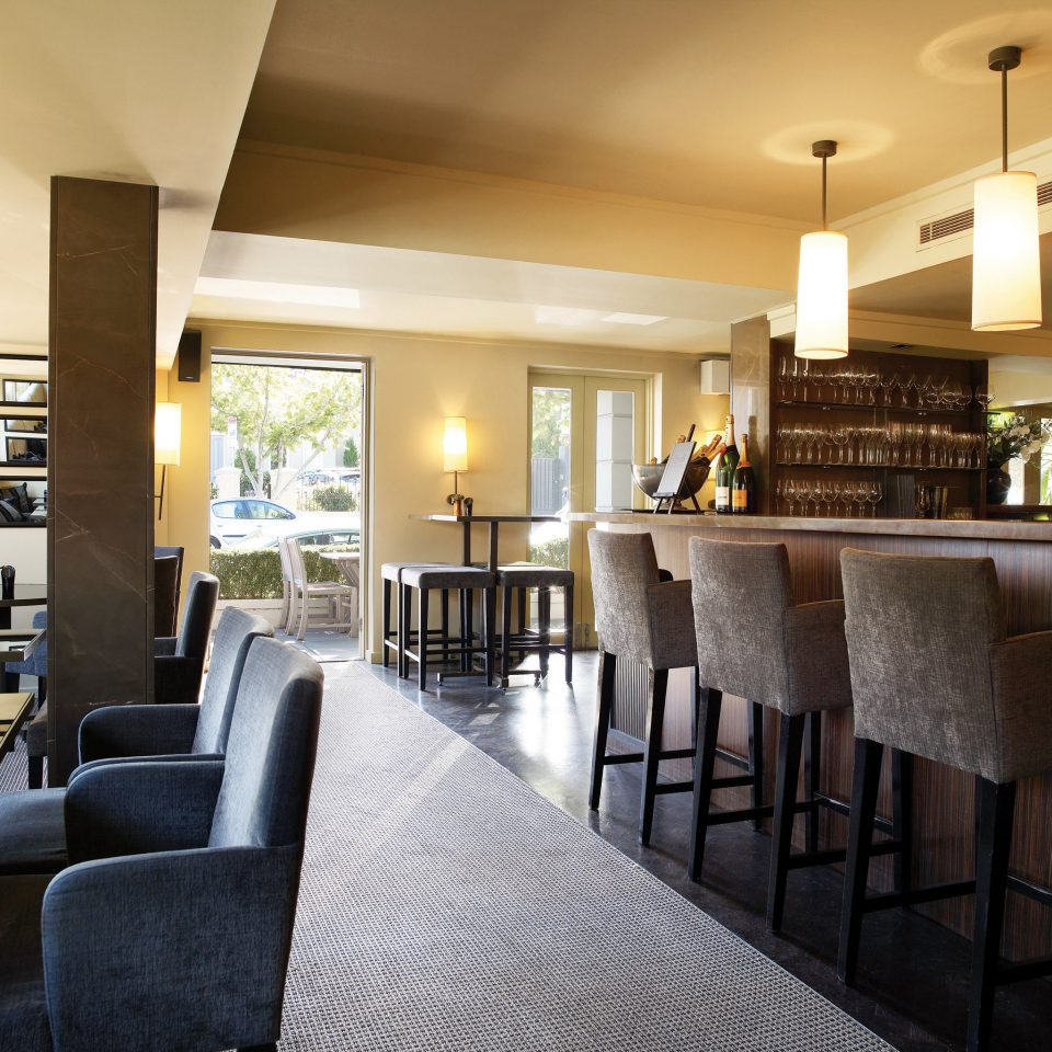 Bar Dining Drink Eat Hip Modern chair property Lobby condominium living room home Suite Resort restaurant