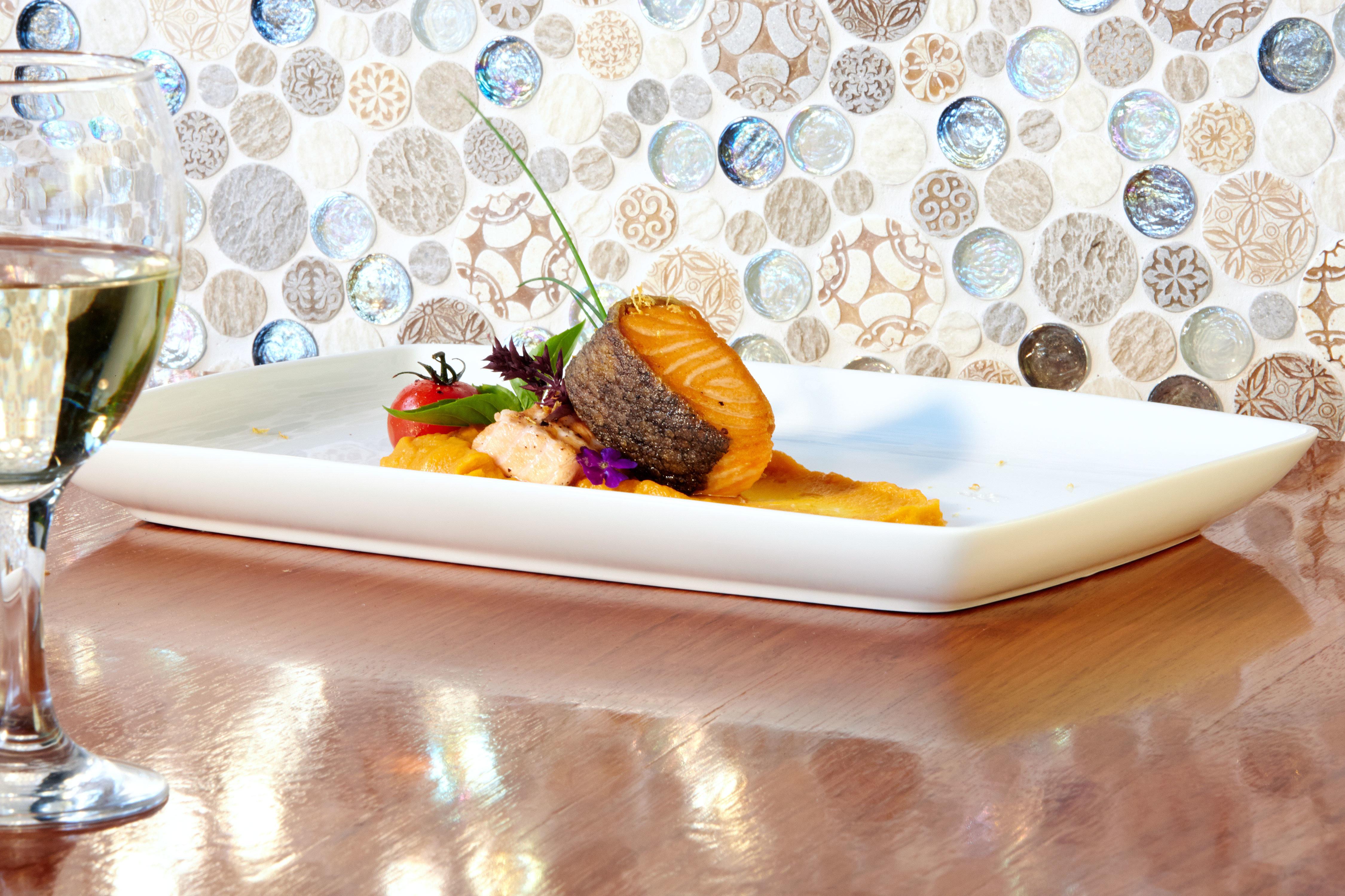 Bar Dining Drink Eat Luxury Tropical plate bathtub glass