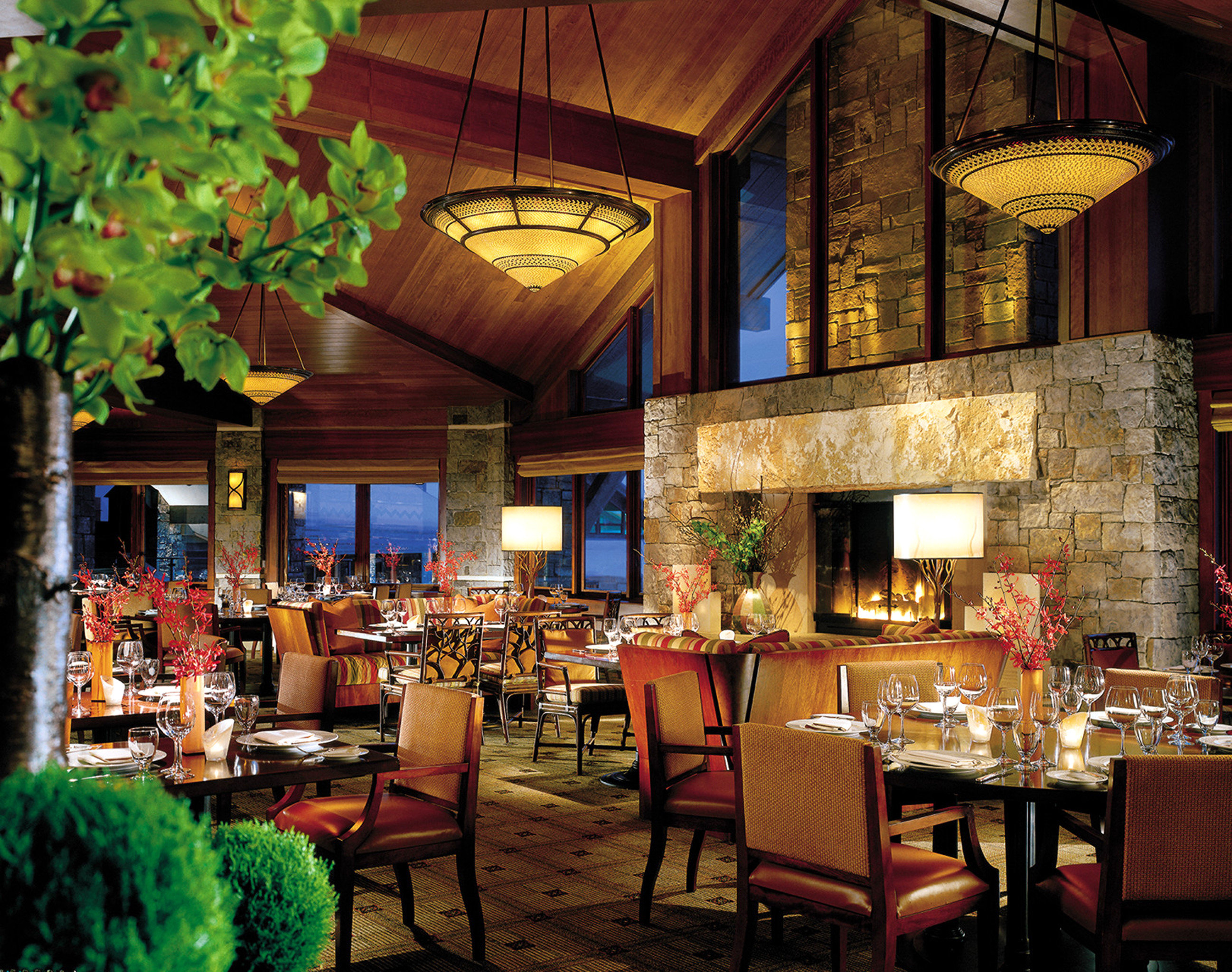 Dining Drink Eat Fireplace Lounge Resort Rustic chair restaurant Bar tavern function hall