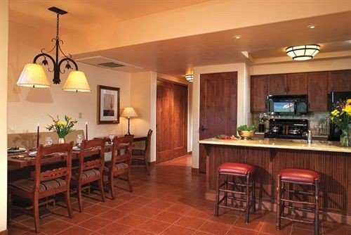 Bar Dining Drink Eat Kitchen property hardwood cuisine cottage Suite Villa Island appliance