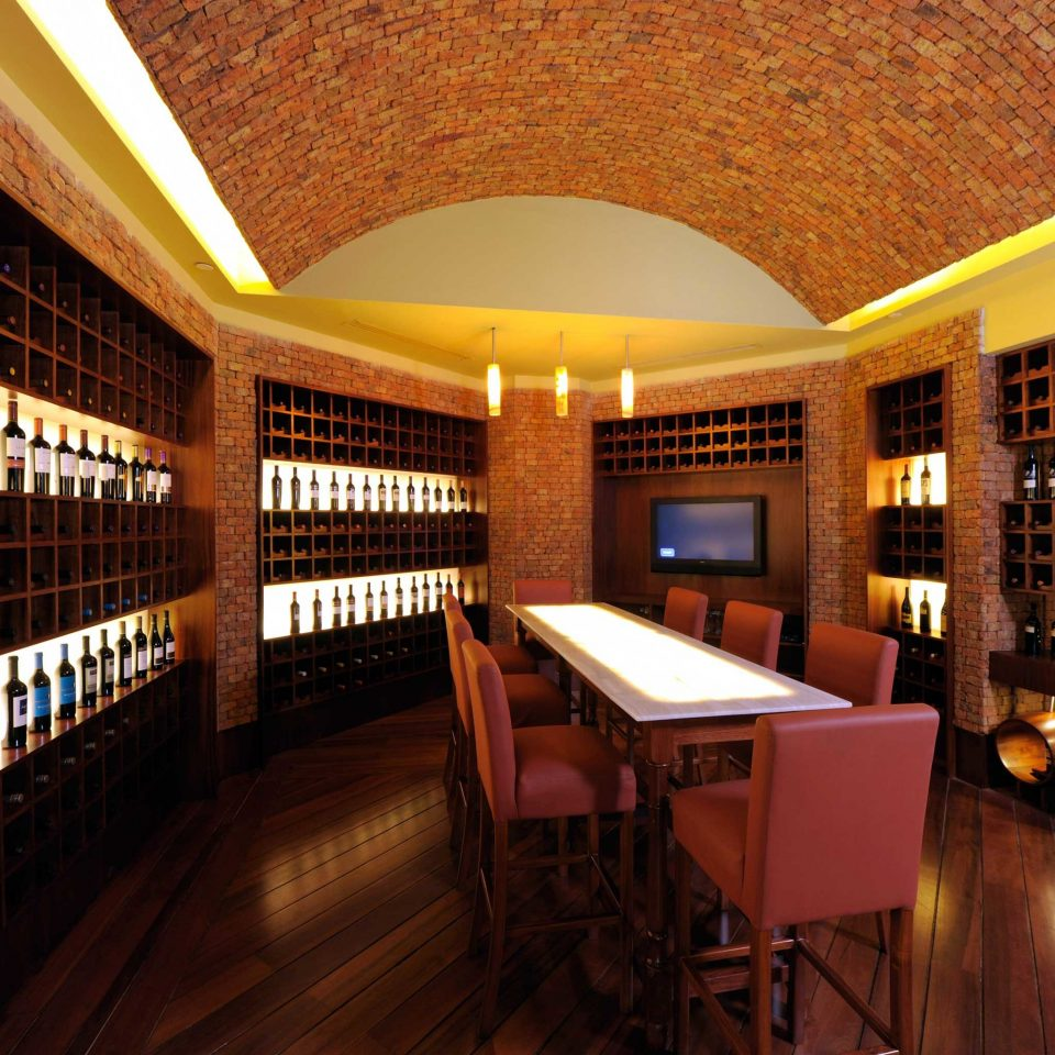 Dining Drink Eat Luxury building property Winery Bar restaurant wine cellar basement tiled