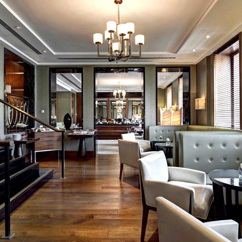 Dining Drink Eat Resort property Lobby restaurant lighting condominium living room Bar