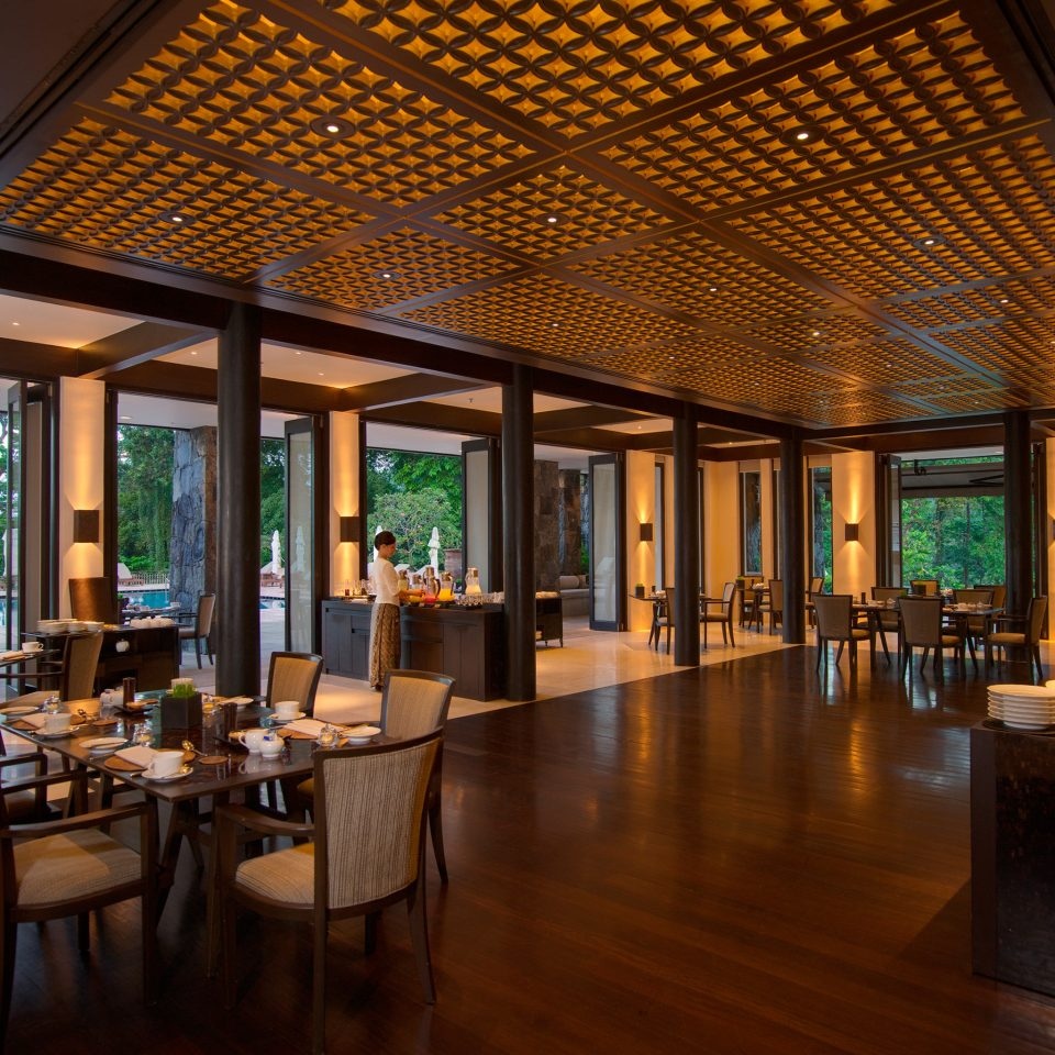 Bar Dining Drink Eat Luxury Scenic views Lobby Resort restaurant function hall convention center