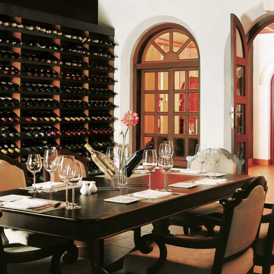 Dining Drink Eat Island Lounge restaurant Bar set dining table