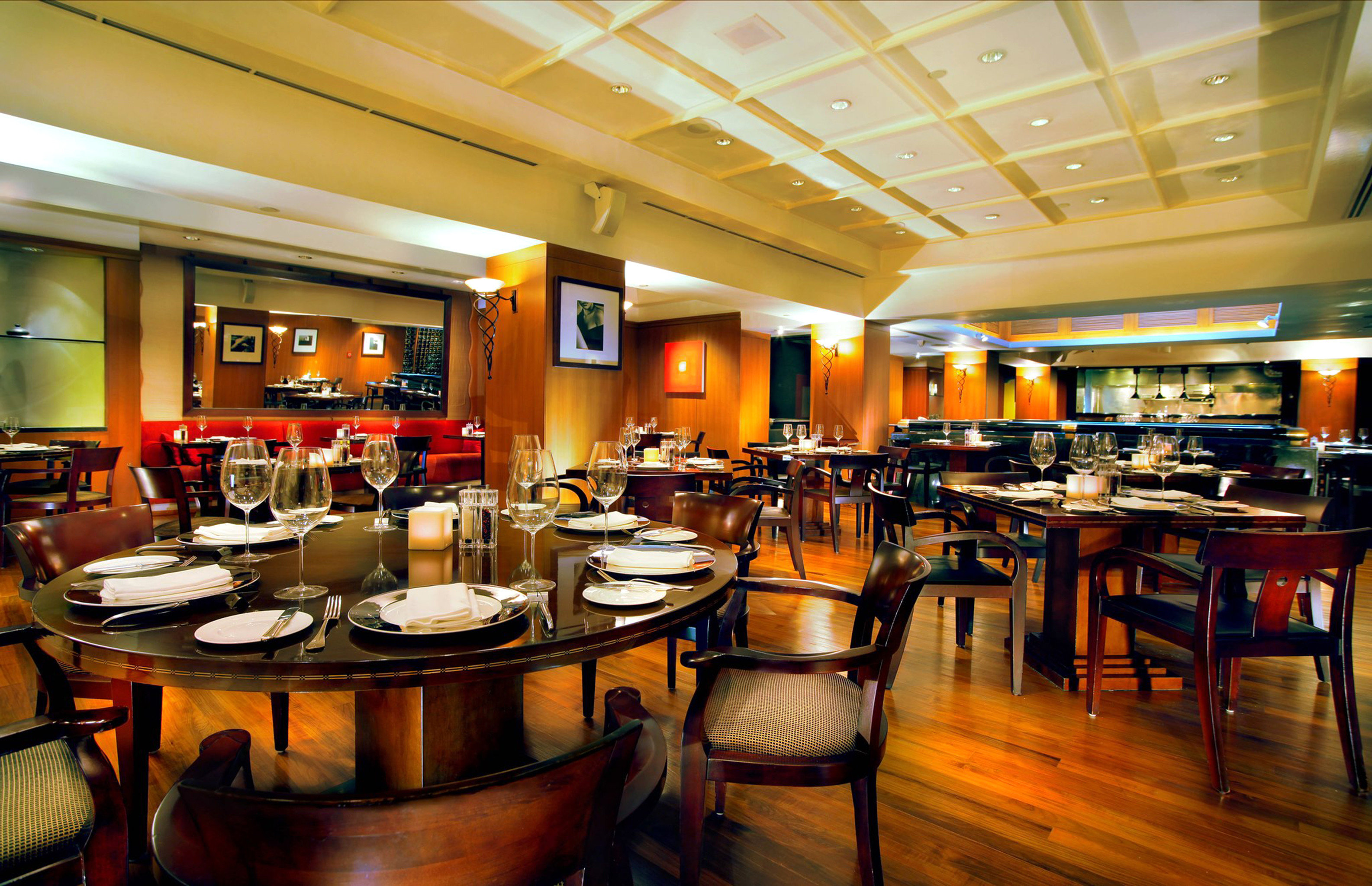 Bar Dining Drink Eat Luxury Kitchen chair restaurant café function hall cafeteria food court Island