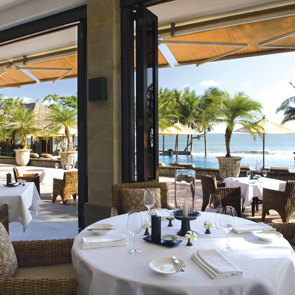 Bar Dining Drink Eat Elegant Ocean property restaurant Resort Villa home condominium cottage living room