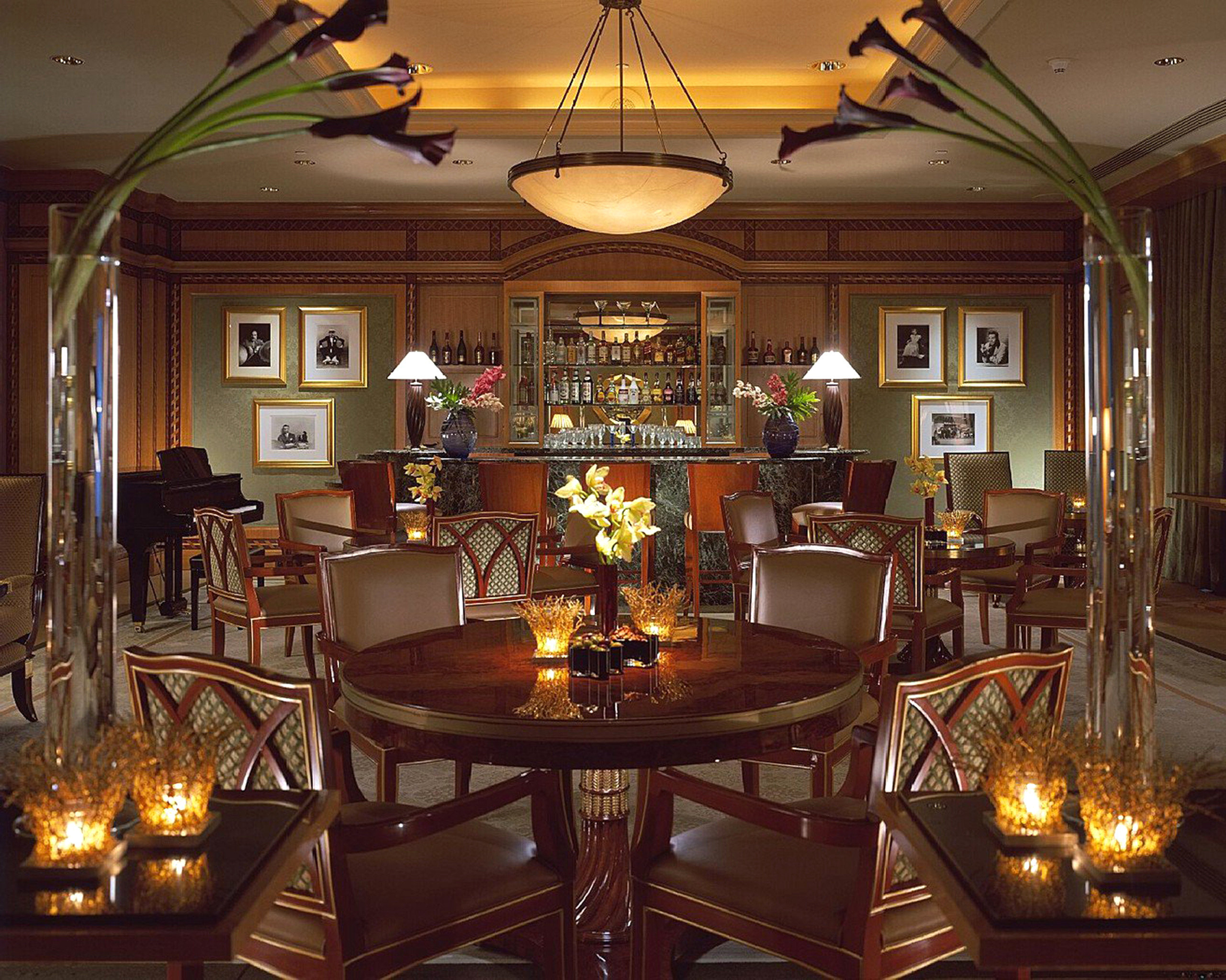 Dining Drink Eat Elegant Modern restaurant Bar lit recreation room mansion function hall dining table